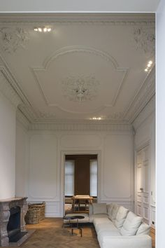 Grand space with beautiful mouldings. Historical Ghent…