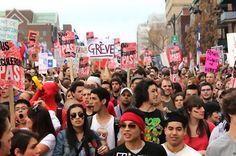 Printemps québécois: les étudiants tiennent tête à la « loi spéciale » Après cent jours de grève, la contestation étudiante ne faiblit pas au Québec, malgré le vote d'une « loi spéciale » restreignant la liberté de manifester. Le 22 mai, ils étaient même 250 000 dans les rues de Montréal ! Au-delà de l'opposition à la hausse des frais de scolarité, le « printemps québécois » dénonce la politique néolibérale du gouvernement, sur fond de scandales de corruption et de destruction de…