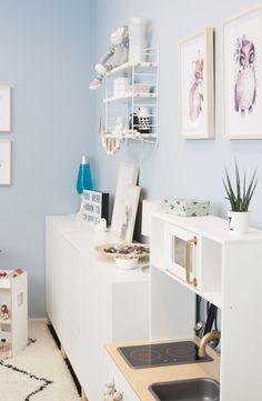 Kinderzimmer Mädchen hellblau streichen Ikea Eket, Blue Furniture, Office Desk, Corner Desk, Kids Room, Luxury, Storage, Design, Inspiration