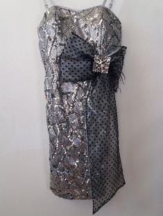 Damen Silvester, Hochzeit Pailletten Kleid Silber S-36. Nur einmal getragen. Neupreis 250,- Euro. Figurbeton Catwalk, Euro, Fashion Styles, Ball Gown, Sequin Gown, Silver, Wedding