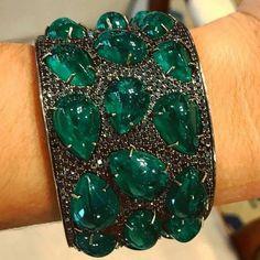 A Powerful Emerald and Black Diamond Cuff Bracelet #Eleuteri #VintageJewels #AntiqueJewels