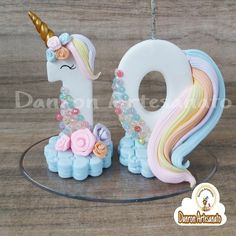 VELA UNICÓRNIO Fondant Toppers, Number Cake Toppers, Number Cakes, Fondant Numbers, Fondant Letters, Unicorn Birthday Parties, Unicorn Party, Fondant Animals, Fondant Decorations