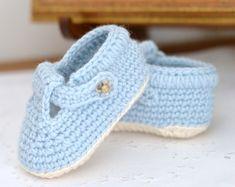 Baby Girl Crochet, Crochet Baby Shoes, Crochet For Boys, Easy Crochet, Tutorial Crochet, Newborn Crochet, Basic Crochet Stitches, Crochet Basics, Baby Shoes Pattern
