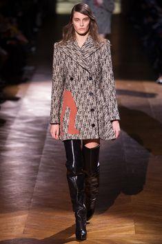 Carven Fall 2014 Ready-to-Wear Fashion Show - Charlotte Wiggins (NATHALIE)