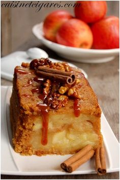 """Charlotte Apples, Gingerbread and Caramelized Nuts - Cuisine and Cigars - """"The irresistible alliance of gingerbread and slightly tart apples: a great moment of intense pleas - French Desserts, No Cook Desserts, Delicious Desserts, Dessert Charlotte, Pie Dessert, Dessert Recipes, Patisserie Cake, Apple Deserts, Nutella Mug Cake"""