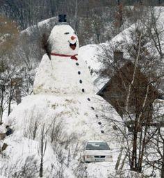 Giant snowman in Poland. Meet Milocinek, a 31 ft. giant snowman, built by three inhabitants of Trzebnica city, Poland. I Love Snow, I Love Winter, Winter Fun, Winter Time, Winter Snow, Funny Snowman, Snowmen Pictures, Snow Sculptures, Snow Art