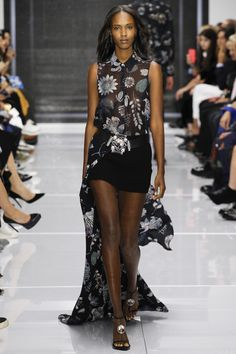Versus Versace Spring 2016 Ready-to-Wear Fashion Show THIS IS FOR A MODEL MAYBE JOURDAN DUNN
