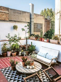 For a Breath of Fresh Air, Tour This Barcelona Home's Thriving Terrace - Garden/Balkon Terrace Garden Design, Rooftop Design, Balcony Design, Patio Design, Terrace Decor, Rooftop Patio, Backyard Landscaping, Backyard Patio, Outdoor Spaces