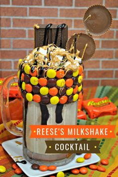 Reese's Milkshake Cocktail is a boozy chocolaty treat? This over the top Reeses milkshake cocktail is a bunch of yummy things wrapped into one ice cream chocolate dessert liquor and peanut butter! Reese's Milkshake Recipe, Peanut Butter Milkshake, Peanut Butter Ice Cream, Reeses Peanut Butter, Dessert Drinks, Yummy Drinks, Delicious Desserts, Dinner Dessert, Over The Top