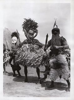 Salampasu Masqueraders, Belgian Congo, first half of Cen, Photographer unknown. African Masks, African Art, Belgian Congo, Motif Art Deco, Tribal Costume, Art Populaire, Statues, African Tribes, Masks Art
