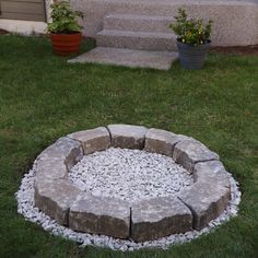 Simple fire pit area ideas cheap and easy fire pit unique backyard fire pit build it Cheap Fire Pit, Easy Fire Pit, Fire Pit Wall, Fire Pit Area, Fire Pit On Grass, Fire Pit Video, Fire Pit Gallery, Fire Pit Materials, Backyard Buildings