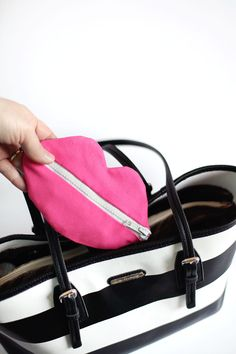 zipped lips pouch