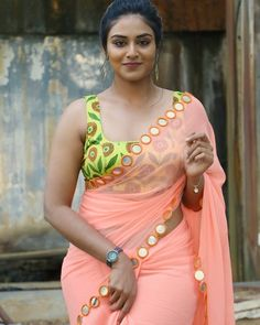 Tamil Actress Name List with Photos (South Indian Actress) South Indian Actress, Beautiful Indian Actress, Beautiful Actresses, Tamil Actress Name, Indian Photoshoot, Saree Photoshoot, Aunty In Saree, Look Thinner, Indian Models
