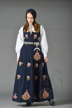 Dovre bunad Swedish Design, Looking Gorgeous, Traditional Outfits, Norway, That Look, Feminine, Costumes, Skirts, How To Make