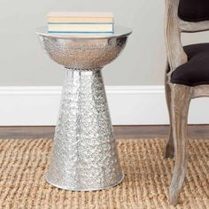 Safavieh Etta Polished Aluminum Textured Aluminum Stool, Silver