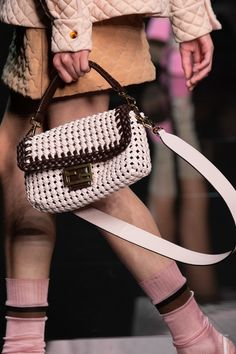 Fendi Spring 2020 Fashion Show Details. All the fashion runway close-up details, shows, and handbags from the Fendi Spring 2020 Fashion Show Details. Types Of Handbags, Cute Handbags, Purses And Handbags, Small Handbags, Spring Handbags, Unique Handbags, Guess Handbags, Cheap Purses, Cute Purses