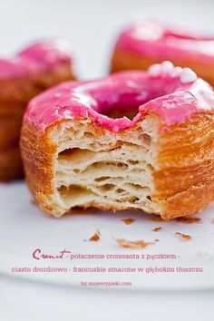 Cronut - croissant or donut Cronut, Delicious Donuts, Yummy Food, Tasty Bakery, Baking Company, Breakfast Bake, Sweet Tarts, How Sweet Eats, Saveur