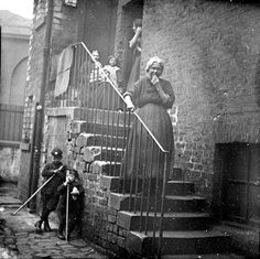 Mrs McGowan, back stairs, 105 Green Street, Calton Glasgow - 1905 - Old Pictures, Old Photos, Vintage Photographs, Vintage Photos, Glasgow City, Green Street, Scottish Islands, Glasgow Scotland, Slums
