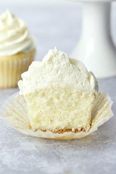 Easy White Cupcakes White Cake Cupcakes, White Cupcake Recipes, Cupcake Flavors, Wedding Cakes With Cupcakes, Cupcake Cakes, Cupcake Ideas, Baby Cakes, Mini Cakes, Dessert Ideas