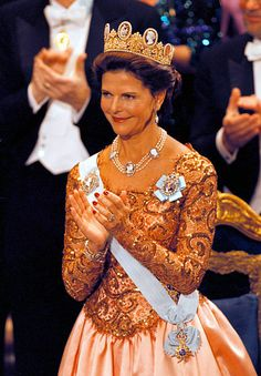 queen silvia of sweden - : Yahoo Image Search Results Royal Jewels, Crown Jewels, Queen Of Sweden, Swedish Royalty, Queen Silvia, Royals, Victoria, Glamour, Beautiful