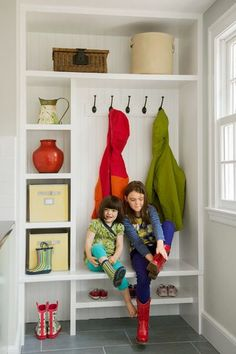 99 Perfect Ideas To Make Small Space For Mudroom Laundry (43)