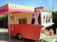 Vintage Camper Trailers For Sale. If you are looking to buy a vintage trailer, RV or tow vehicle you have found the right place! Old Campers, Vintage Campers Trailers, Retro Campers, Vintage Caravans, Camper Trailers, Camper Trailer For Sale, Tiny Camper, Trailers For Sale, Airstream