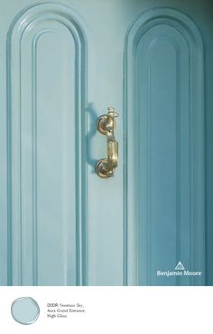 This soft and elegant door is sure to stand out thanks to Benjamin Moore's Aura Grand Entrance in Venetian Sky, High Gloss. Front Door Paint Colors, Painted Front Doors, Exterior Paint Colors, Siding Colors, House Front Door, Front Door Decor, Benjamin Moore Exterior Paint, Exterior Stain, House Paint Interior