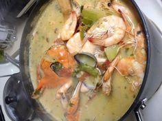 Honduran Coconut Seafood Soup Sopa Catratcha De Mariscos Con Un - looks good Seafood Soup, Seafood Recipes, Soup Recipes, Great Recipes, Cooking Recipes, Dinner Recipes, Latin American Food, Latin Food, Honduran Recipes