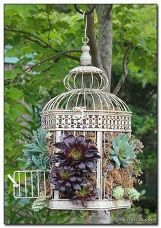 garden art diy whimsical ~ garden art diy - garden art diy whimsical - garden art diy dollar stores - garden art diy easy - garden art diy from junk - garden art diy ideas - garden art diy how to make - garden art diy easy backyard ideas Yard Art, Planting Succulents, Planting Flowers, Succulent Planters, Succulents Diy, Flower Planters, Flowers Garden, Art Flowers, Vertical Succulent Gardens