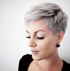 Stilig kort frisyrer 2018 Trendy Short Haircuts 2018 273 Best Short Hairstyles The Hottest 10 Siste Short Grey Hair, Short Hair Cuts For Women, Short Hair Styles, Pixie Styles, Grey Pixie Hair, Funky Short Hair, Really Short Hair, Super Short Hair, Popular Short Hairstyles