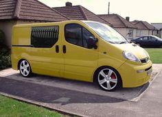 "Képtalálat a következőre: ""renault new trafic wheels"" Vw Bus, Volkswagen, Service Bus, Old Vintage Cars, Day Van, Vanz, Camping Car, Custom Vans, Car Painting"