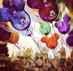 Disneyland Ballons. www.magicalpartnerstravel.com #Disney #Disneyland #MagicalVacations