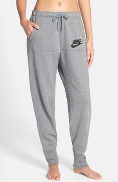 Take a look at the best what shoes to wear with sweatpants in the photos below and get ideas for your outfits! Nike 'Rally' Jogger Sweatpants available at Image source Fashion Mode, Look Fashion, Teen Fashion, Fashion Shoes, Runway Fashion, Fashion Trends, Nike Outfits, Casual Outfits, Fitness Outfits