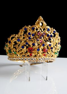 Century Gilt Brass Repousse Tiara with Colored Facet Cut Glass Jewels Royal Crowns, Royal Tiaras, Crown Royal, Tiaras And Crowns, Antique Jewelry, Vintage Jewelry, Royal Jewelry, Circlet, Hair Ornaments