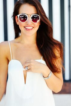Amy of Dallas Wardrobe adds the Zoey sunnies to her summer look.