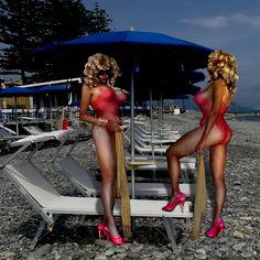 https://flic.kr/p/A2WuWr | blonde Ladies on the beach