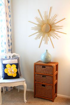 Love the dramatic look of a sunburst mirror but designing on a budget?  This is a creative way to get that gorgeous look for less!
