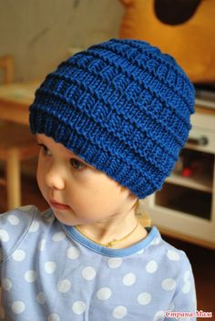 Разрешите показать еще несколько шапок, моих самых любимых  Эта шапочка простая и милая, придумала буквально за 10 минут и еще за пару часов воплотила)) Пряжа Мамбо от Сеам, всего 50 грамм