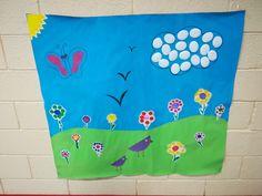 Joli décor de printemps/été avec divers matières... Un peu de peintures, du feutre, des gomettes, du papier coloré, des cotons, un peu d'imagination et le tour est joué