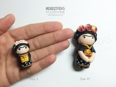 Frida Kahlo Size S Miniature inspired in Frida Kahlo made ​​of polymer clay Each figure is handmade, one by one. Each is shipped in a separate