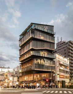 Rejecting flashy forms in favor of buildings in harmony with their environment, the architect is trying to reinvent his entire trade. New York Architecture, Japanese Architecture, Futuristic Architecture, Sustainable Architecture, Residential Architecture, Amazing Architecture, Architecture Details, Residential Complex, Ancient Architecture