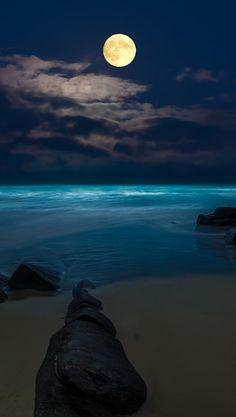 Moonlit beach    Moonlight beach / Tore H