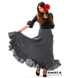 Flamenco skirts for woman - - sevillana with polka dots Flamenco Rock, Flamenco Skirt, Flamenco Dancers, Ballet Skirt, Summer Teacher Outfits, Salsa, Spanish Fashion, Female Images, Baby Dress