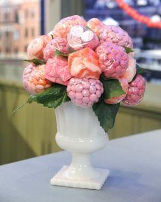 экзотические цветы из сладостей...
