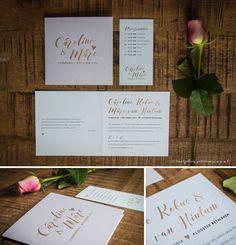 Ontwerp Marjolein Vormgeving. Trouwkaart Caroline & Marc #ontwerp #trouwkaarten #uitnodiging #roze #goud #kalligrafie #chique #parelmoer #papier #trouwen #kaart