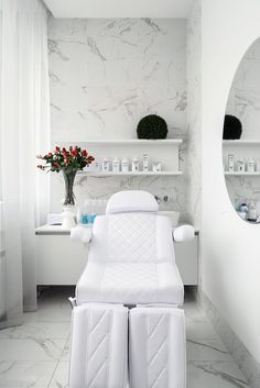 Professional clean and neat in a few feet's space spa interior, beauty salon decor treatment Beauty Room Salon, Beauty Salon Design, Beauty Salons, Beauty Studio, Beauty Spa, Beauty Makeup, Beauty Hacks, Salon Interior Design, Beauty Salon Interior