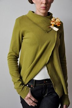 I SO want to make this, but the whole shoulder seam part, I don't get it.