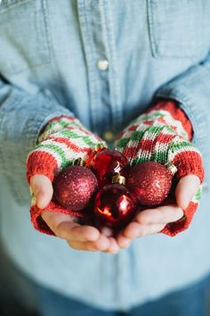 To celebrate the release of Bubble & Squeak Mittens, I am giving you 20% off, no code required. Just add the pattern to your cart and start diving into that stash.