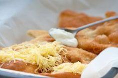 Ungarische Langos Mashed Potatoes, Macaroni And Cheese, Waffles, Breakfast, Ethnic Recipes, Food, Pierogi Recipe, Hungarian Recipes, Food Portions