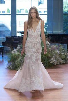 ¿Te considerás una novia romántica, soñadora, moderna o sexy? No importa qué tipo de novia seas, el encaje es el tejido perfecto para cualquier estilo nupcial. Te invitamos a ver nuestra selección de los más hermosos vestidos de novia con encaje.